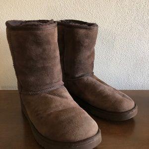 UGG classic short boots. W 7